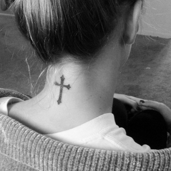 tattoo on the back of the neck 33
