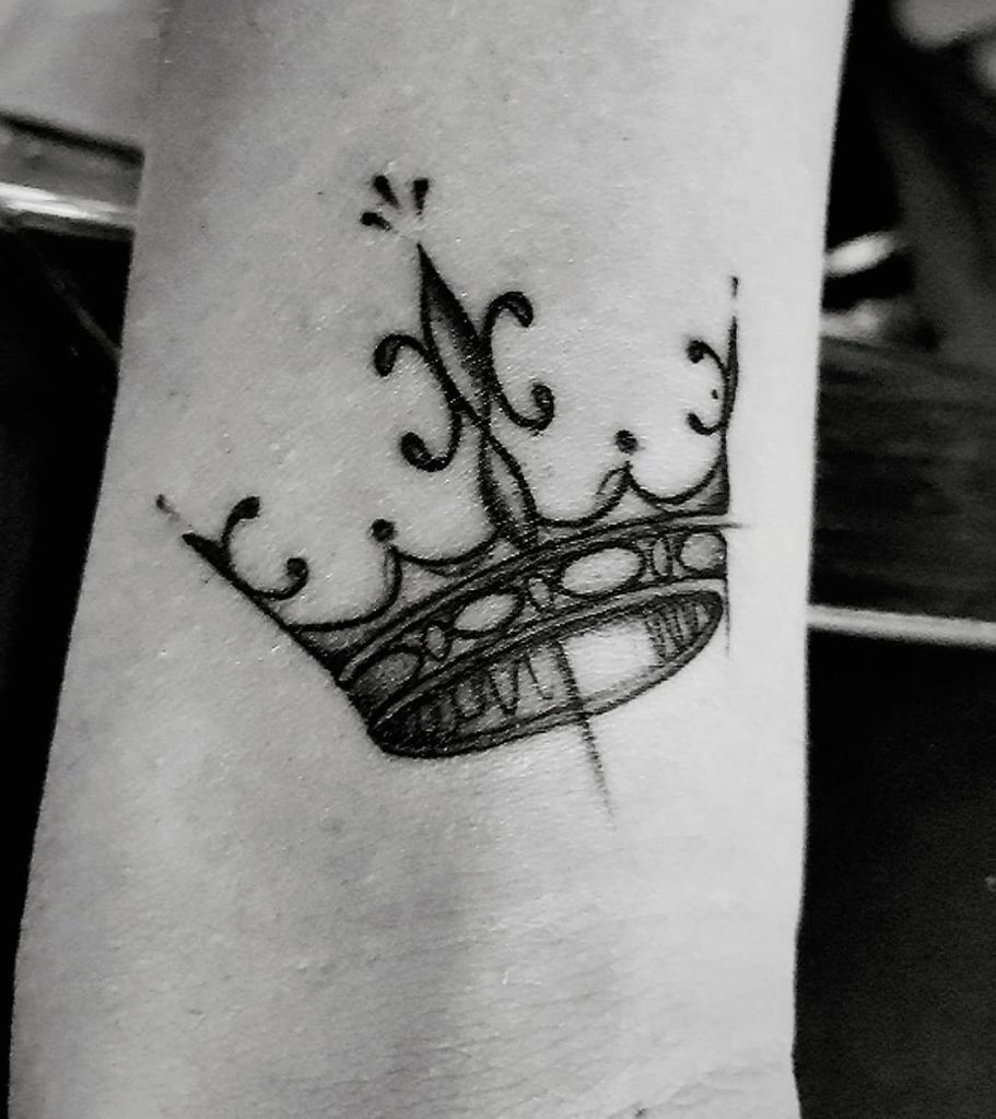 crown tattoo picture 51